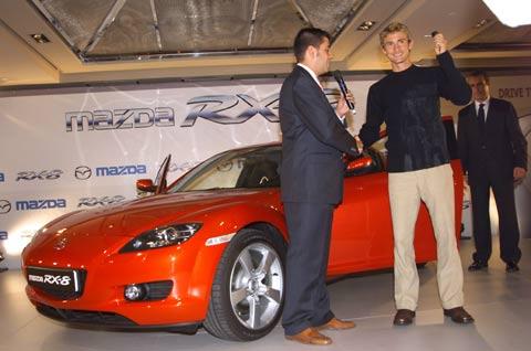 Mazda entrega primer RX8 a Juan Carlos Ferrero