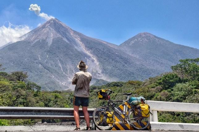 Volcan de Fuego sneezing