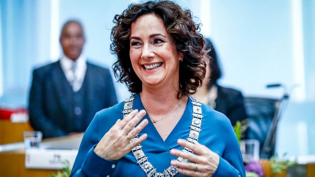 Femke Halsema beëdigd als burgemeester van Amsterdam | RTL Nieuws