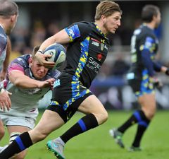 David Strettle on the burst for Clermont Auvergne