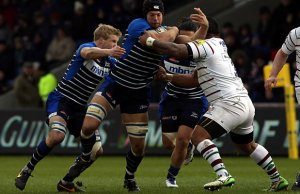 Josh Beaumont defends the ball for Sale Sharks