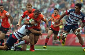 Mifiposeti Paea tries to break free for the Sunwolves
