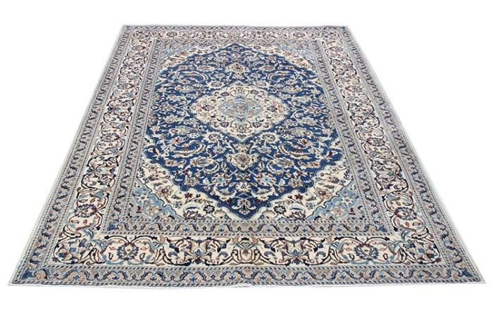 Beautiful Hand Woven Persian Silk And Wool Nain Carpets 9519