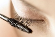 Photo of mascara being applied to lashes