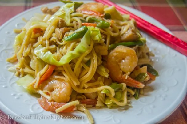 pancit canton guisado with pork chicken shrimps (2 of 1)