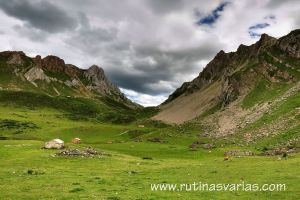Braña de Murias Chongas  bajo la Paredina (1.935 m.)