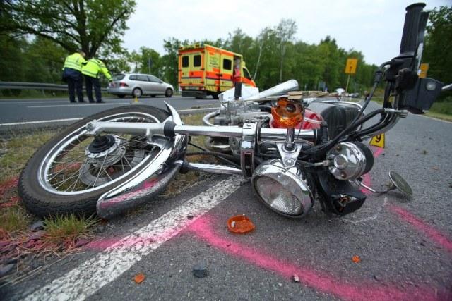 VU PKW kollidiert mit entgegenkommenden Motorrad - 1 Schwerverletzter