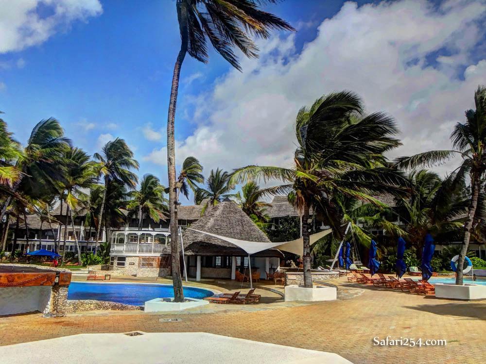 Watamu beach_hemingways poolside2
