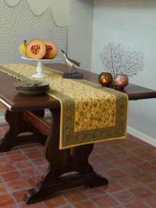 yellow table runner for round table