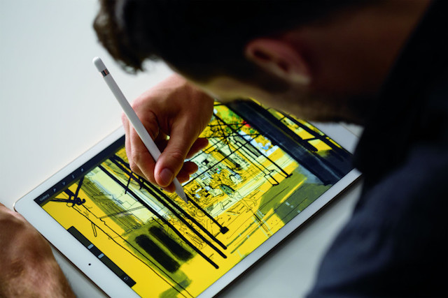 Apple_Pencil_with_iPad_Pro-780x520