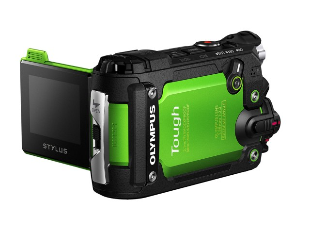 olympus-tg-traker-tre-quarti-LCD