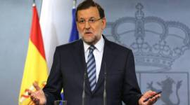 epa04422948 Spanish Prime Minister Mariano Rajoy holds a press conference after an extraordinary meeting of the Spanish Cabinet to discuss the signing of a decree ahead of the Catalonian Independence Referendum scheduled for 09 November, at Moncloa Palace in Madrid, Spain, 29 September 2014. The Spanish government has said it plans to thwart an independence vote in Catalonia after the north-eastern region's president signed legislation calling for a non-binding referendum.  EPA/BALLESTEROS