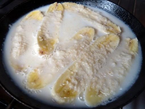 V Polineziji banane pogosto skuhajo v kokosovem mleku