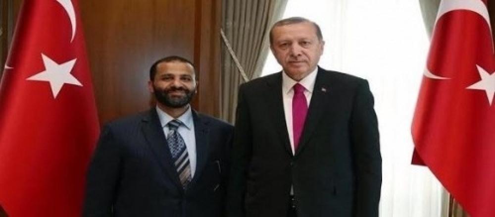 تحقيق يفضح زعيم إخوان اليمن
