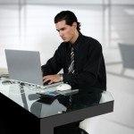 Protege tus ojos de los efectos nocivos del monitor