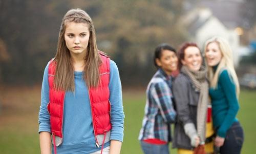 Çocukların ve gençlerin bir bölümü bilinçsizce babası olmayan akranlarıyla dalga geçerler.