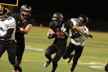 San Clemente's Vlad Dzhabiyev runs the ball against Sunny Hills on Nov. 13. Photo: Eric Heinz