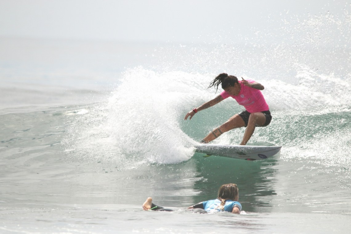 Silvana Lima surfs against Keely Andrew during the Swatch Pro finals on Sept. 15 at Lower Trestles. Photo: Eric Heinz