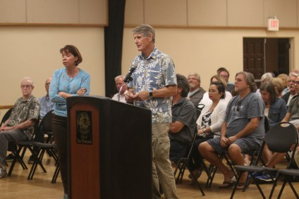 The city of San Clemente and representatives from Shorecliffs Golf Club gave an update on the work taking place to repair a bluff in the area. Residents affected by the projects had varying concerns about it. Photo: Eric Heinz