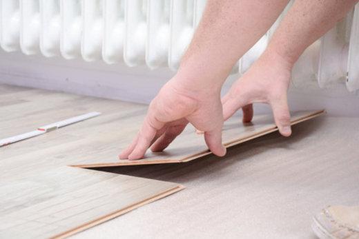 Laminat oder Vinyl u2013 Bodenbeläge im Vergleich - vinyl laminat verlegen