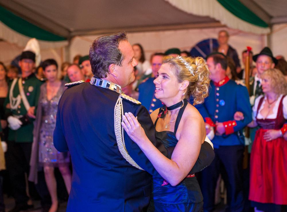Königspaar tanzt