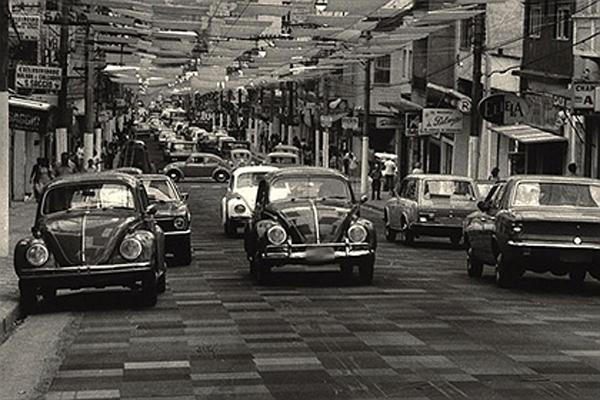 Rua Augusta com carpete em 1973
