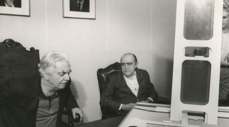 Oscar Niemeyer e Jânio Quadros em 1986