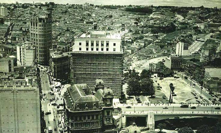 Vale do Anhangabaú em 1939. Em destaque , a construção do edifício Matarazzo, atual sede da prefeitura.