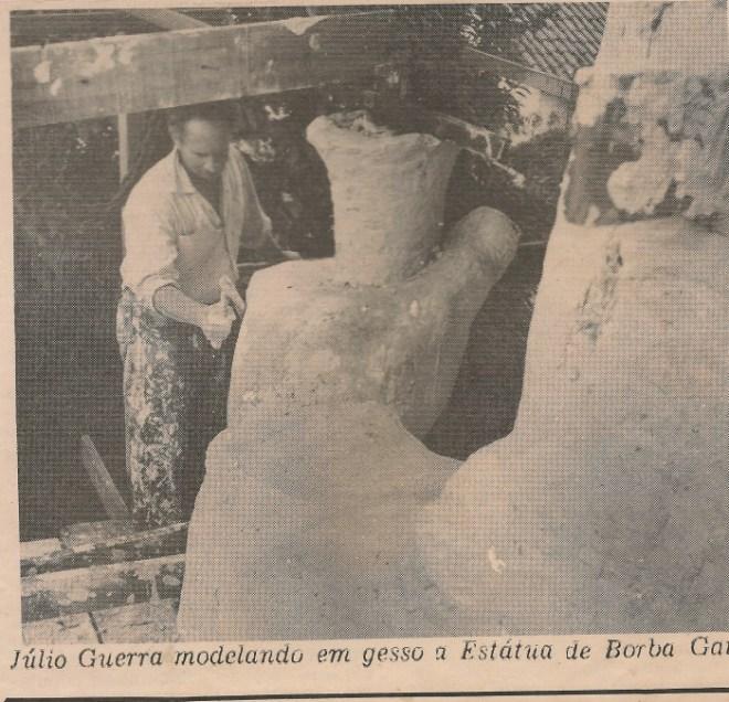 Recorte de Jornal Mostrando Julio Guerra e a Mão do Borba Gato