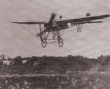 Comandante Edu Chaves decolando do Hipódromo da Mooca em 1912
