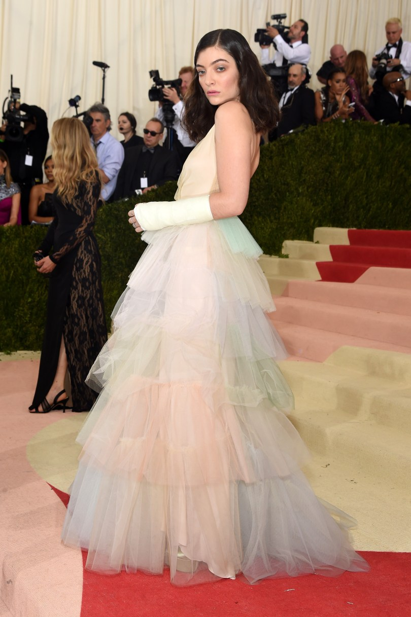 lorde-met-gala-050216-2-compressed