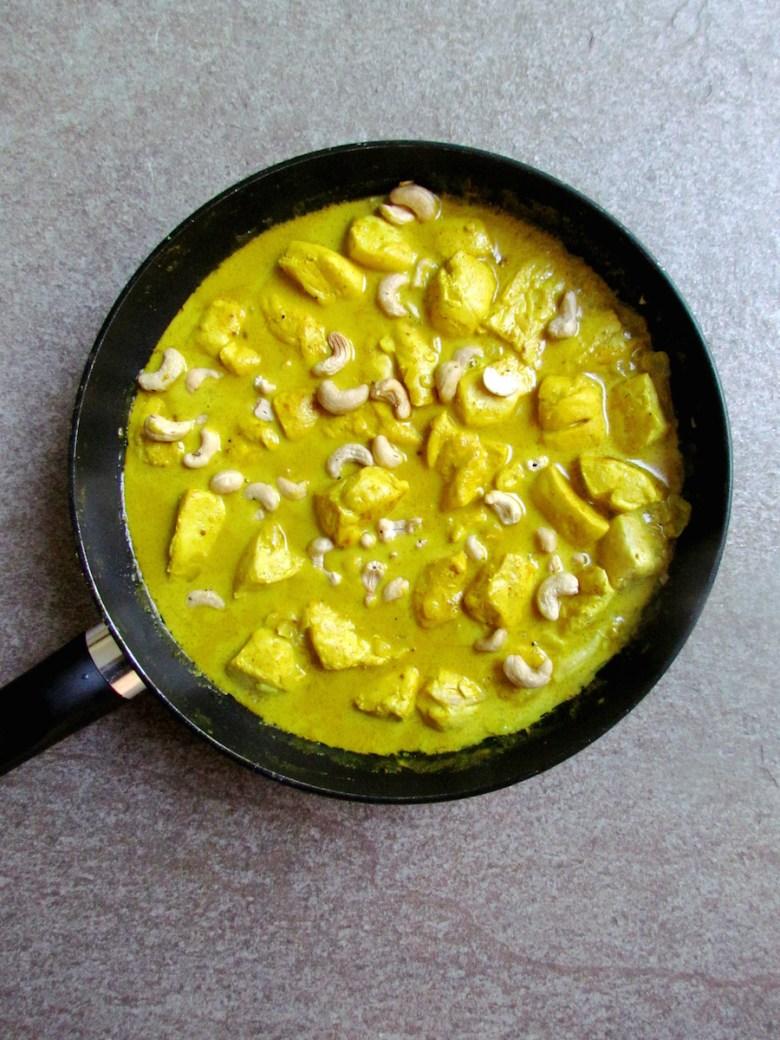 coconut milk curry chicken with cashews | www.savormania.com