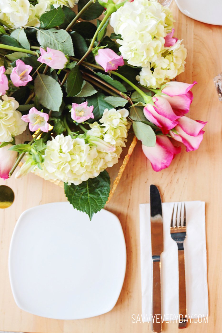 table setting with centerpeice