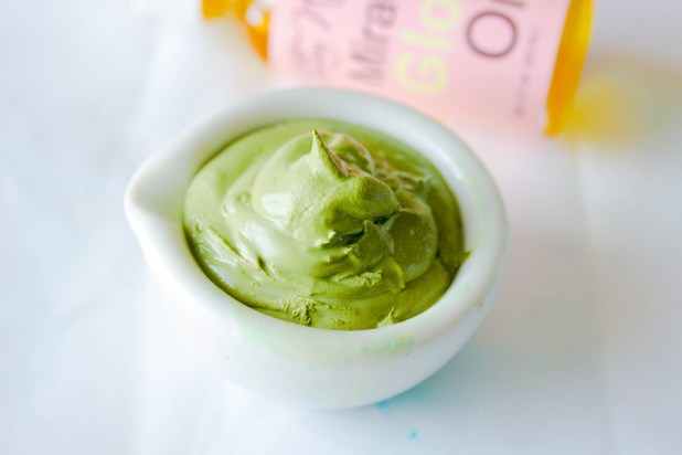 Make this easy all natural four ingredient Green Tea Clay Mask this to tighten pores and detoxify the skin