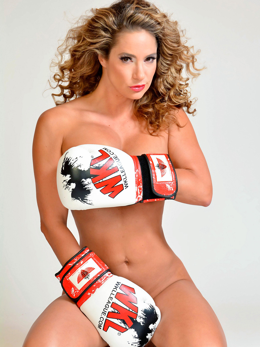 Jennifer-Nicole-Lee-Boxing-9