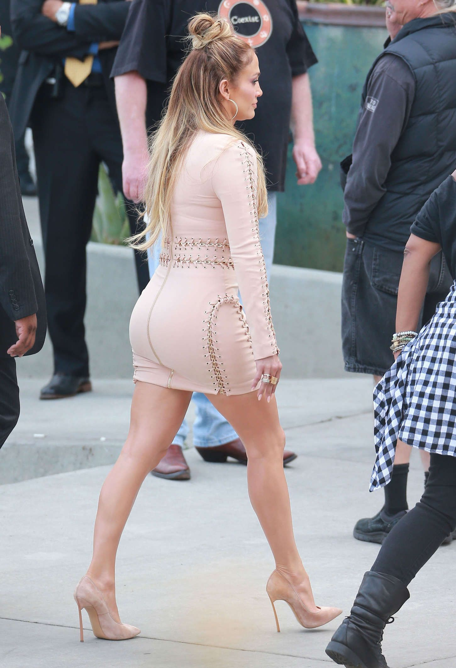 jennifer lopez tight skirt