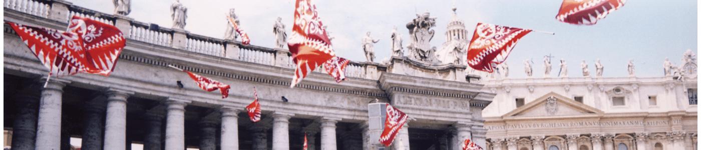 Sbandieratori di Lacchiarella a Piazza San Pietro