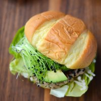 Ahi tuna burgers with spicy sriracha mayo