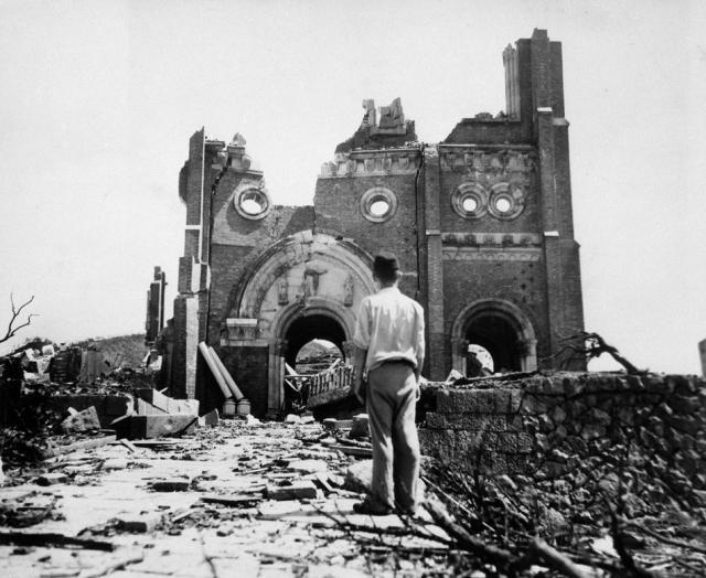 Ruines de la cathédrale de Nagasaki en 1945