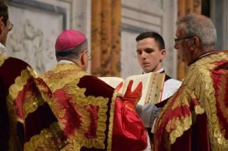 29 - Messe pontificale du lundi de Pentecôte célébrée par Mgr Aillet dans la cathédrale de Chartres