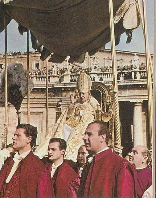 Saint Jean XXIII sur la sedia gestatoria