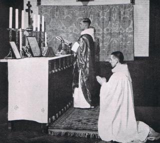 Une messe basse traditionnelle à l'abbaye de Prinknash
