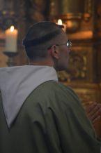 05 - Messe en la collégiale Saint-Martin de Bollène - l'un des moines du Barroux durant le chant de la collecte