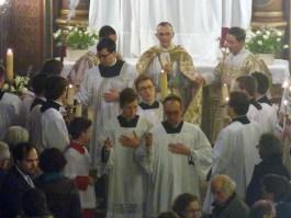 21 - Jeudi Saint 2015 - retour du reposoir