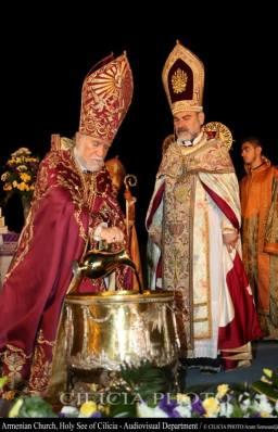 08-Consécration du saint myron par Aram Ier