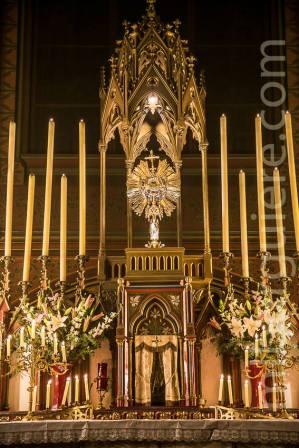 20-Messe d'exposition des Quarante-Heures - Le Saint Sacrement est exposé et adoré pendant 40 heures