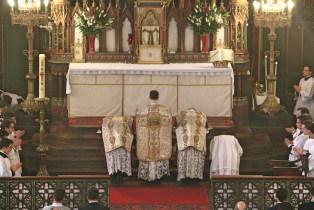 03 - Dimanche du Bon Pasteur 2016 - prières au bas de l'autel