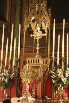 Au salut du Très-Saint Sacrement après les vêpres
