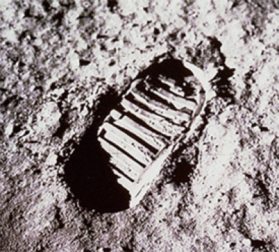 62043main_Footprint_on_moon