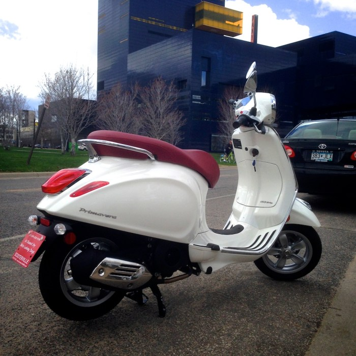 ScooterFile First Ride - 2014 Vespa Primavera 150 3Vie 12